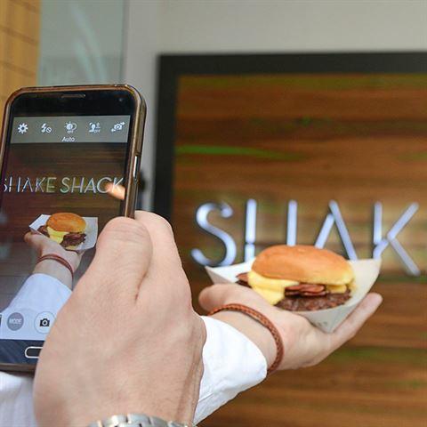 Photo 15430 on date 8 March 2016 - Shake Shack Restaurant