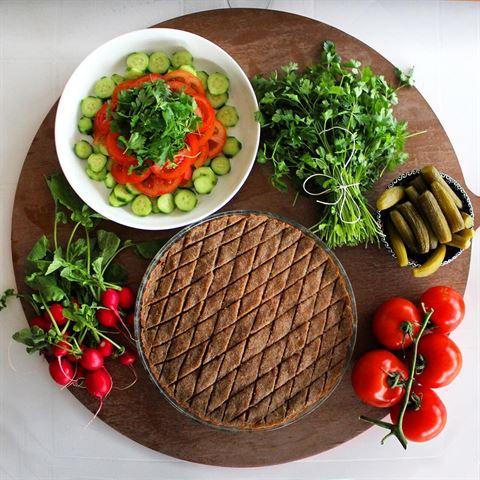 Kibbe bl Sayniye with Vegetables
