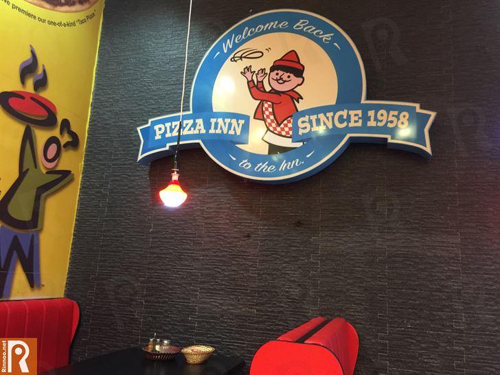 غداء في مطعم بيتزا ان فرع تروفاليو