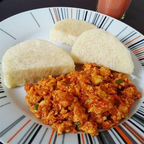 Boiled yam and egg sauce