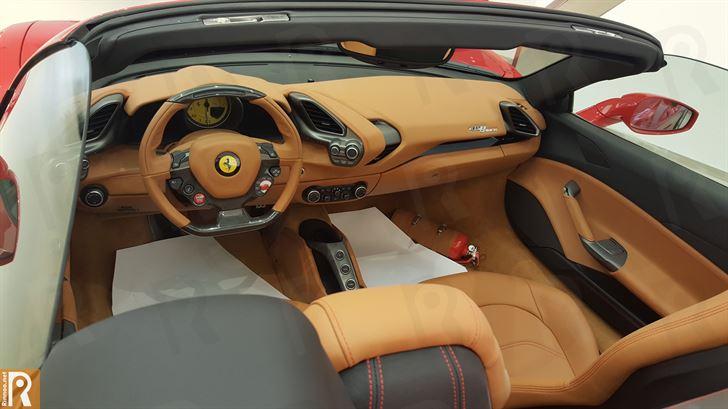 Ferrari 488 Spider - Interior
