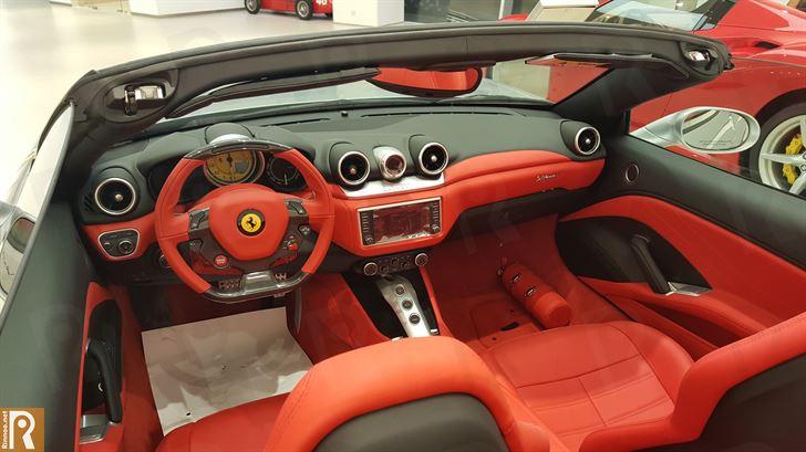 Ferrari California T - Interior
