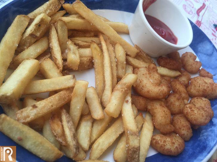 الروبيان المقلي مع البطاطا المقلية