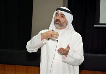 رئيس قطاع التنمية والبرامج التنافسية بالنادي العلمي د. محمد الصفار خلال اللقاء التنويري
