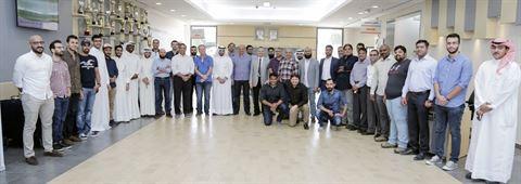 لقطة جماعية لموظفي بنك وربة المشاركين في الدورة