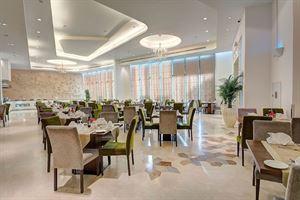 مطعم كريستال في فندق كوبثورن دبي