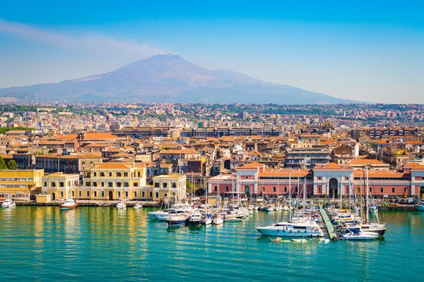 فلاي دبي تضيف كراكوف وكاتانيا إلى شبكة وجهاتها الأوروبية
