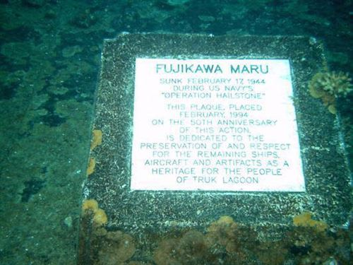 نصب تذكاري للإسطول الحربي الياباني (Fujikawa Maru) الغارق في بحيرة شوك منذ عام 1944