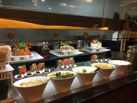 Al Diwan Restaurant Buffet in Holiday Inn Salmiya