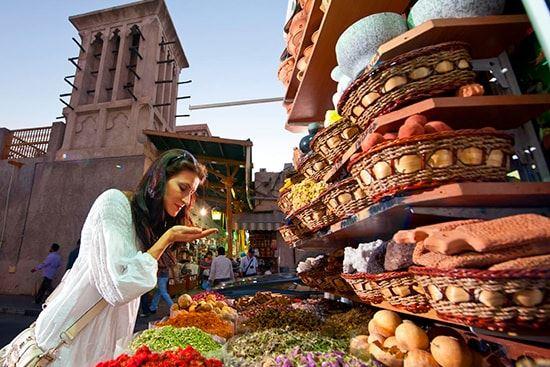 سوق التوابل في منطقة ديرة في دبي