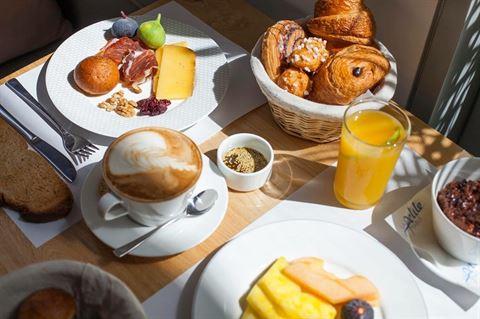 Photo 38240 on date 27 Febraury 2017 - La Petite Table Restaurant