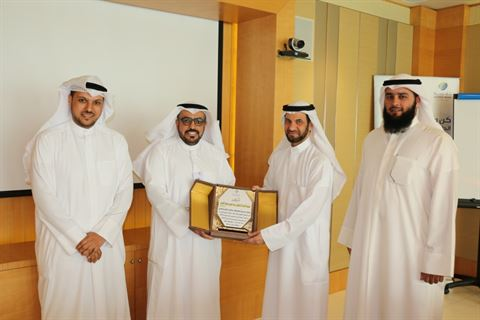 بنك وربة يكرم عضو الهيئة الشرعية السابق الأستاذ الدكتور عبدالعزيز القصار