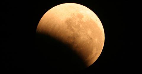 خسوف جزئي  للقمر ... الإثنين المقبل
