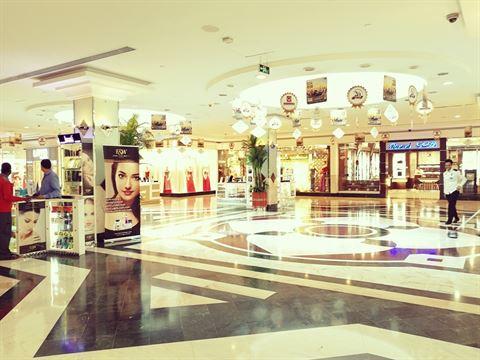 عروض مشوّقة للمتسوقين في مركز ورزيدنس البستان