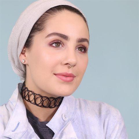الفاشنيستا الكويتية آسيا تصدم متابعيها بلون أشقر فاقع