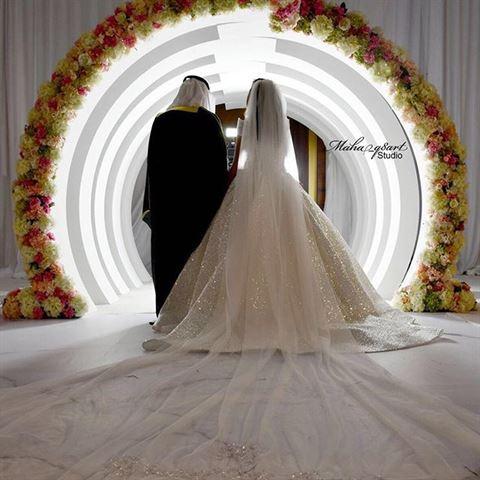تفاصيل إطلالة الممثلة فرح الهادي يوم زفافها