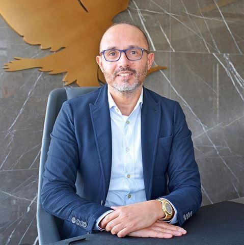 """خالد خياطي ... المدير الإقليمي ورئيس العمليات في شركة """"فوريفر ليفينج برودكتس"""" في الشرق الأوسط"""