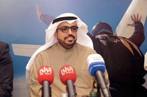 السيد شاهين الغانم يتحدث الي الصحفيين