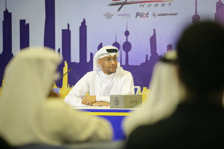رئيس اللجنة الأولمبية الكويتية للرياضات اللاسلكية يوسف خالد الحمد خلال المؤتمر الصحفي
