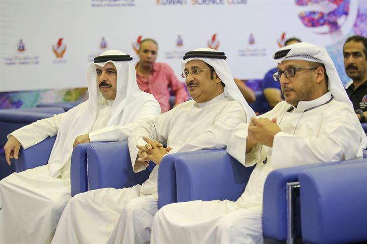 ممثل اللجنة الأولمبية الكويتية نايف الظفيري وممثل اللجنة الكويتية للرياضات الجوية مساعد الحريص ومدير إدارة علوم الطيران بالنادي العلمي نواف العبدالرزاق في مقدمة حضور المؤتمر