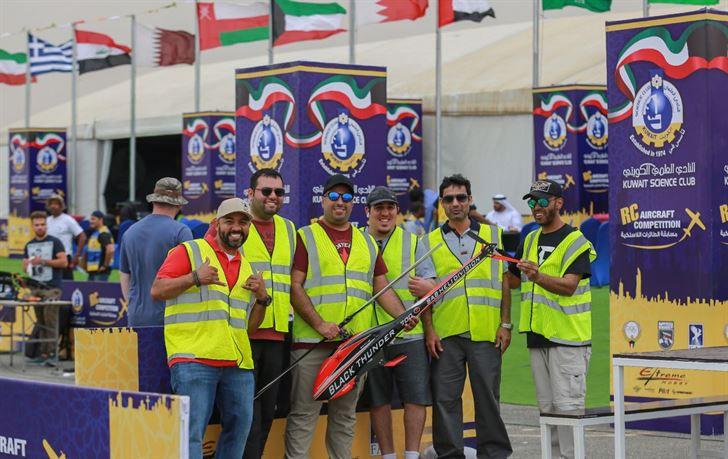 مجموعة من المتسابقين الكويتيين المشاركين