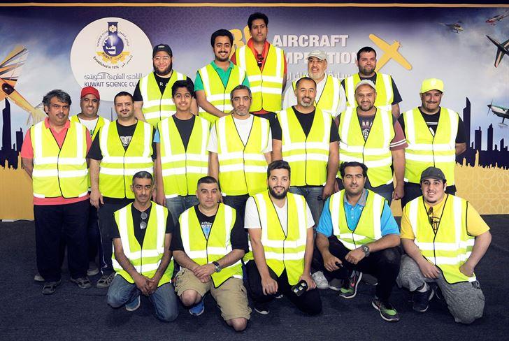 المتسابقين الكويتيين في صورة جماعية
