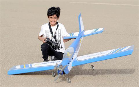 أصغر متسابق من فئة البراعم عبدالعزيز صلاح الكندري الذي يبلغ من العمر (7) سنوات