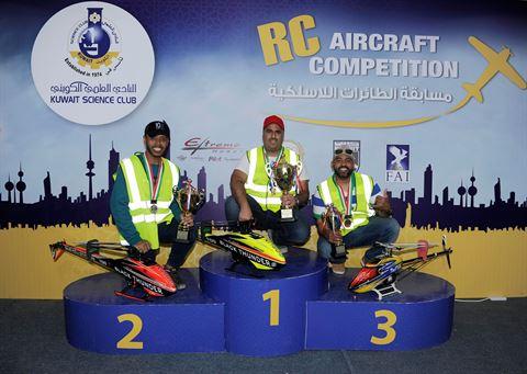 الفائزون بالمراكز الثلاثة الأول فئة الهليكوبتر المتسابق الكويتي المركز الأول صالح الرشيد والمتسابق الاماراتي ثامر الشامسي المركز الثاني والمتسابق السعودي عبدالهادي عزوز المركز الثالث