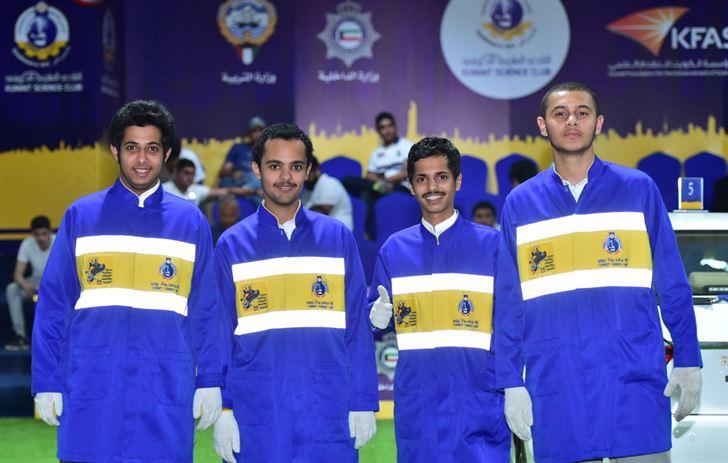 مجموعة من الطلاب المشاركين في المسابقة