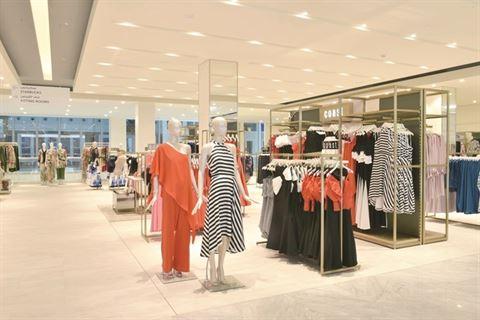 دبنهامز تطلق أكبر محل بالشرق الأوسط في مجمع الافنيوز الكويت