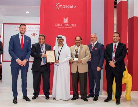 ابراهيم الفاتي يتسلم جائزة السفر العالمي في سوق السفر العربي