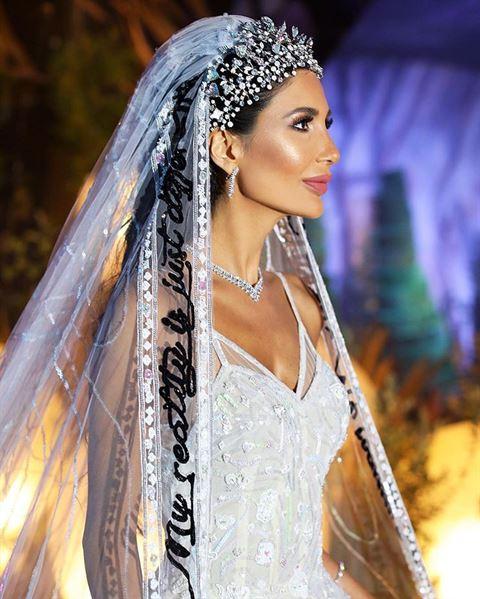 تفاصيل إطلالة العروس أليس عبدالعزيز في حفل زفافها الأسطوري