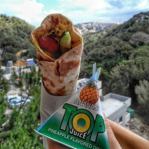 How Lebanese People Eat Zaatar Manoushe