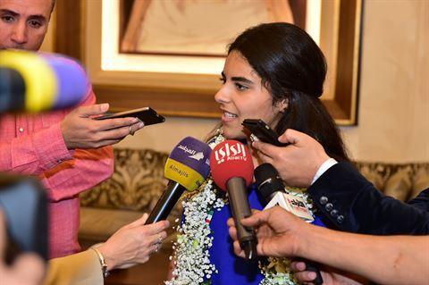 الطالبة استبرق قصي السنعوسي متحدثة لوسائل الاعلام