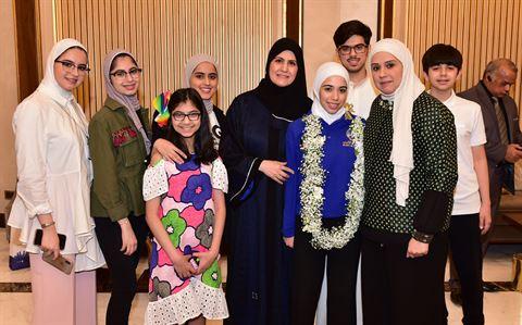 الطالبة لجين عمار صادقي مع عائلتها
