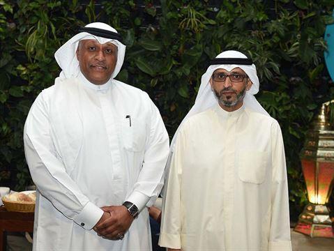 السادة: جاسم الفجي، الرئيس التنفيذي وعدنان السالم، نائب الرئيس لدائرة الاستثمار