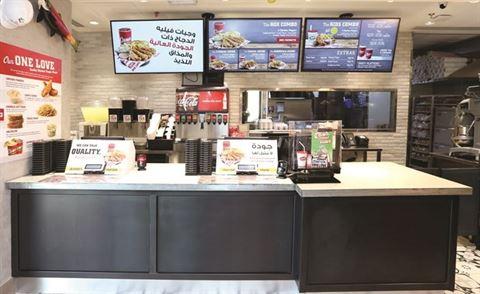 """سلسلة """"ريزينج كينز"""" الأميركية الشهيرة تفتتح أول مطعم لتلبية طلبات السيارات"""