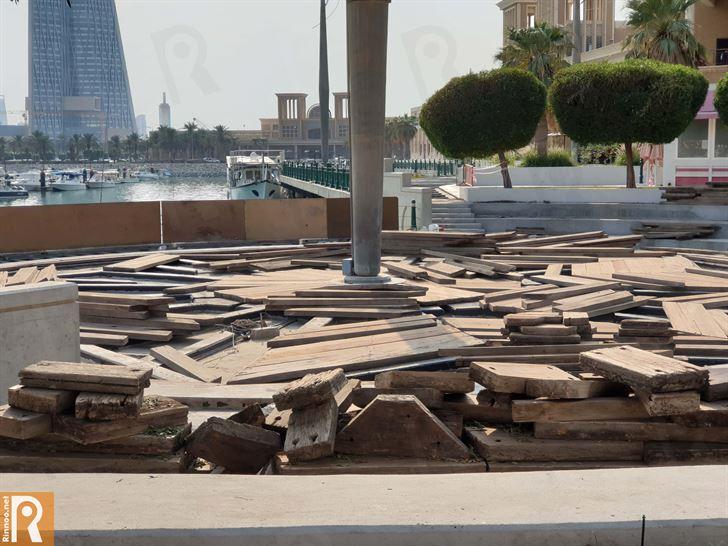 بالصور ... اصلاحات في ممشى مجمع سوق شرق المقابل لشارع الخليج