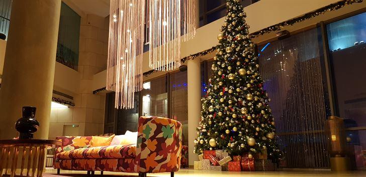 أجواء إستثنائية وعروض حصرية لموسم الأعياد في فندق سيمفوني ستايل الكويت