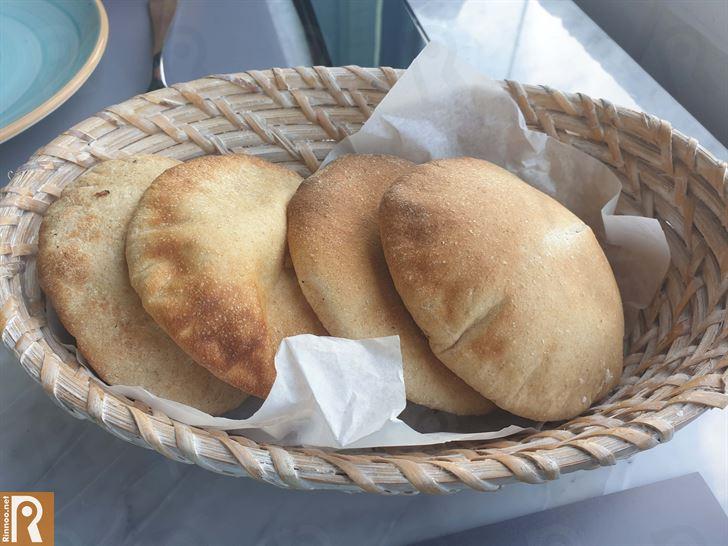 فطور لبناني في مطعم ميجانا على شارع الخليج العربي
