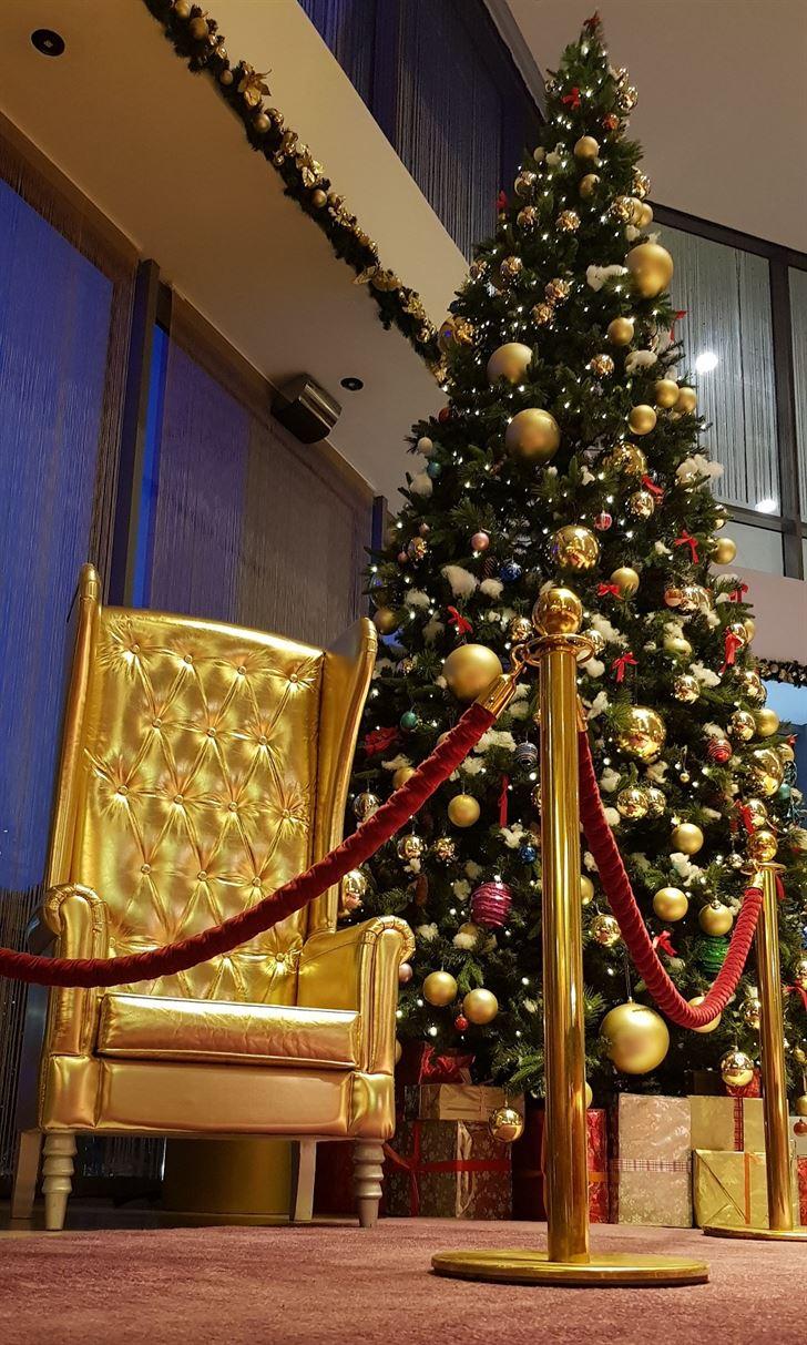 فندق سيمفوني ستايل الكويت يعلن عن انطلاق موسم الاحتفالات مع إضاءة شجرة العيد