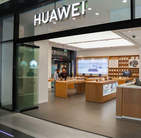 افتتاح متجر Huawei الأول في الكويت في مجمع الأفنيوز