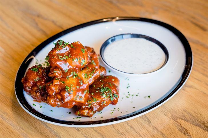 المطعم النيويوركي الشهير بلاك تاب يطرح قائمة جديدة من أجنحة الدجاج