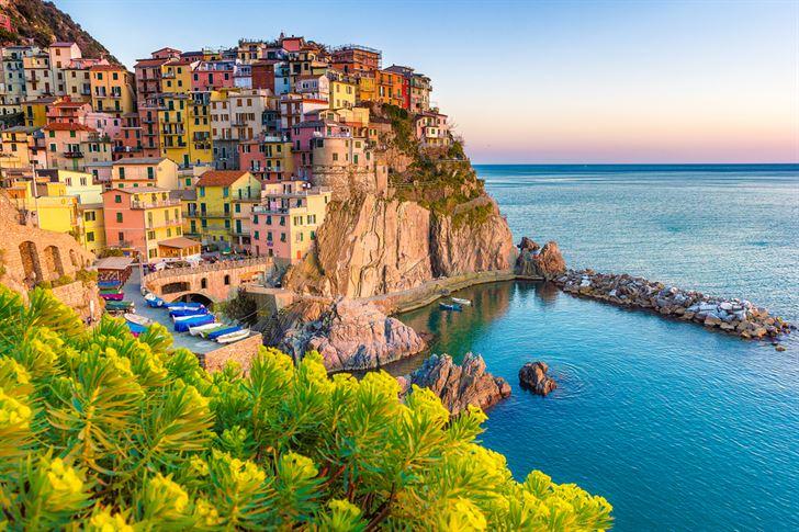 خيارات متنوعة للسائح مع وجهات فلاي دبي نابولي: سحر المتوسط ومدينة التناقضات
