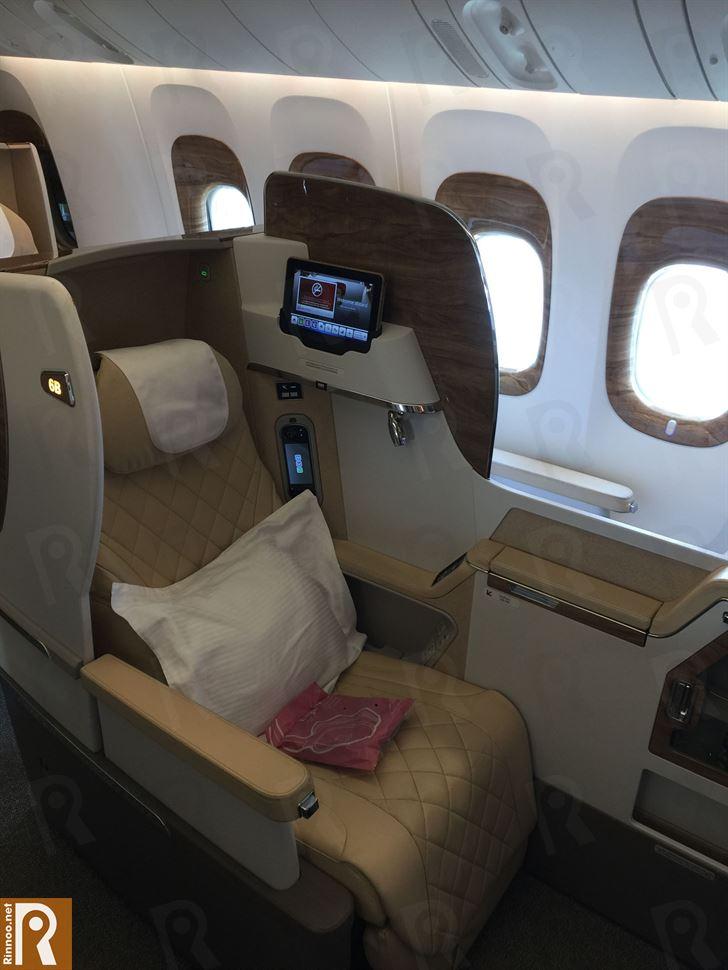 طيران الإمارات تعرض منتجات البوينج 777 الجديدة في الكويت