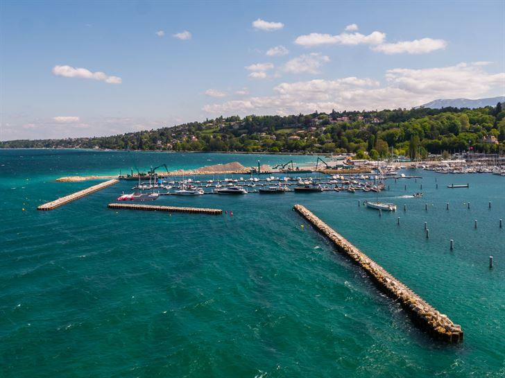 جنيف تدشّن شاطئاً جديداً وسط المدينة احتفاءً بموسم الصيف