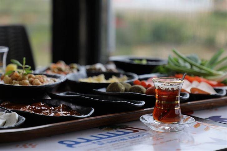 أطيب ترويقة لبنانية مع قعدة بتفتح الشهية بمنتجع النسيم السياحي