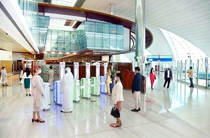 """""""طيران الإمارات"""" تستأنف تقديم الخدمات الأرضية المتميزة لركاب الدرجة """"الأولى"""" و """"رجال الأعمال"""""""