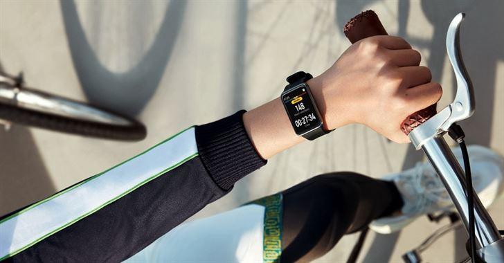 نظرة فاحصة على ساعة HUAWEI WATCH FIT الجديدة وشاشتها الأنيقة ذات دقة عالية!