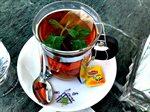شرب الشاي بعد الطعام يعمل على امتصاص الحديد من الامعاء مما يسبب بفقر الدم. يمكنك الانتظار بعد الأكل ساعة على الأقل قبل شرب الشاي.
